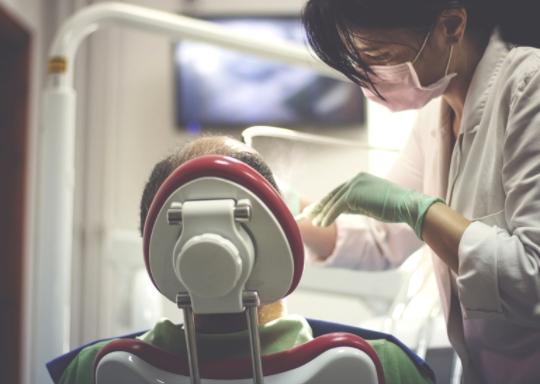 Leczenie endodontyczne podmikroskopem